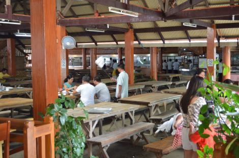 Had lunch here, oh gosh I forget the name. But they serve the creamiest Baked Talaba with cheese!!! Gaaaah!!!