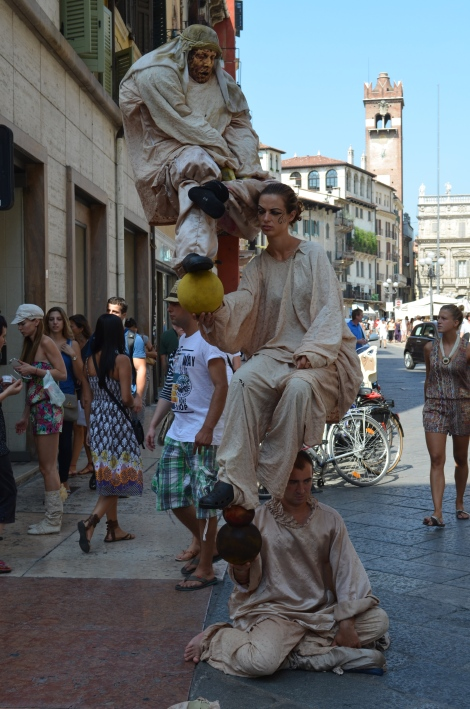 Like most tourist spots, Verona had it's share of local performers.