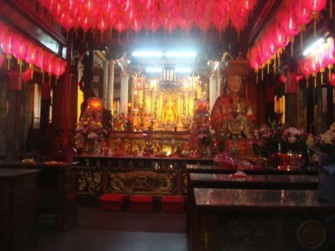 A monastery located in Jiantan Night Market.