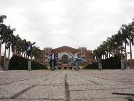 One of the essential activities we had was of course, the campus tour. In this picture are Christian Sese, Erwin Albis, Angel Perez and Moi posing in front of the main building of NTU.