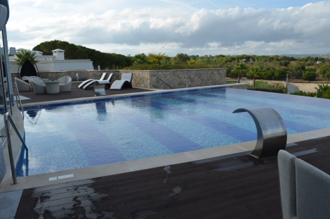 Spa infinity pool.